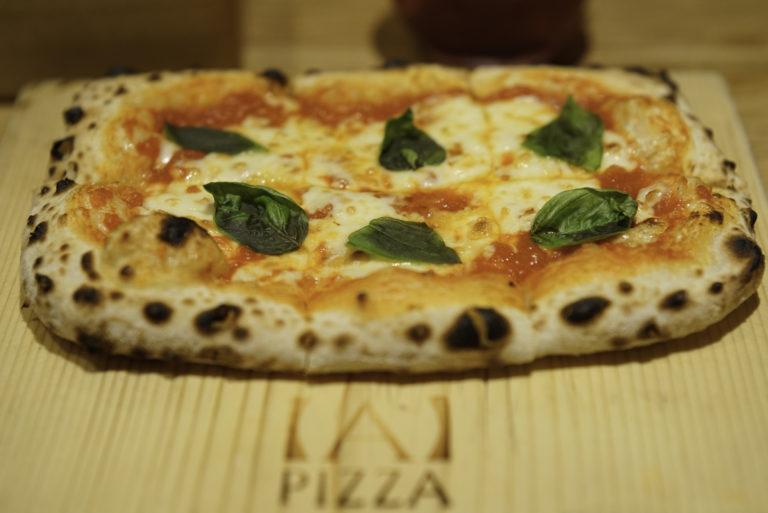 1枚270円から焼きたての美味しいピザが食べられる 池袋の【A】PIZZAで実際に食べてみた